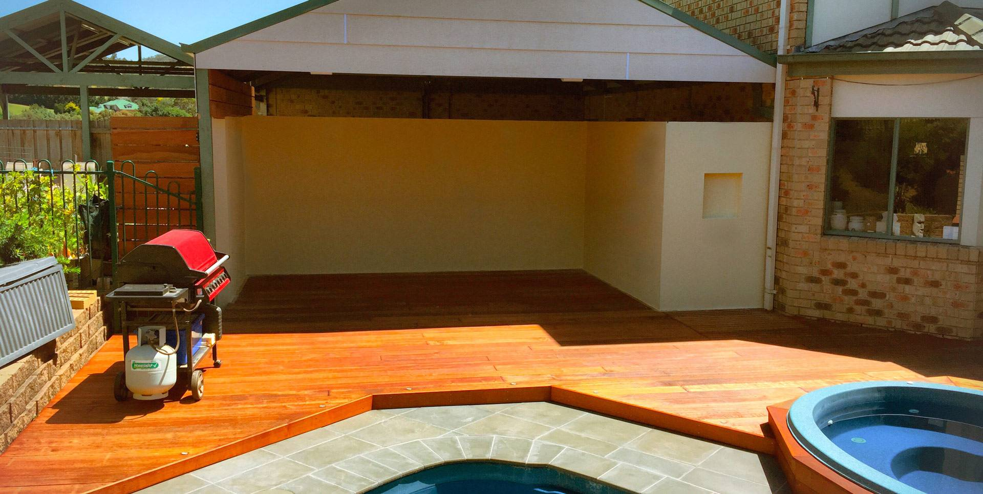 <p><b>Customize any outdoor area<br /> with a stylish and practical deck<br /> or pergola to suit your needs</b></p>
